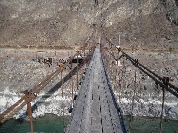 Подвесной мост через Катунь в районе села Еланда