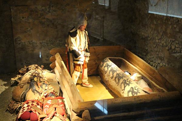 Саркофаги пазырыкских курганов